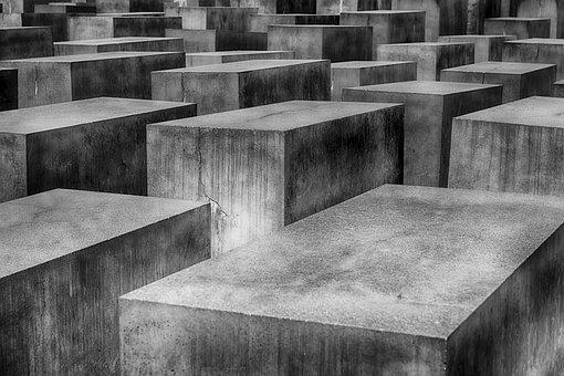holocaust-1621728__340