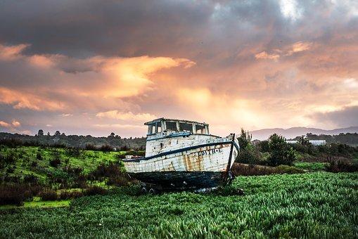 fishing-boat-1654446__340.jpg