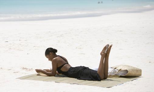 black-girl-reading_on_beach1